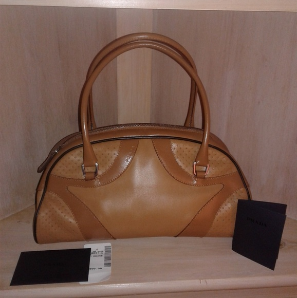 9963474d86340c Authentic Prada Vitello Drive Tan Purse. M_5b8a0686409c151755f2458f